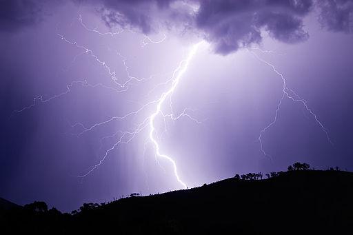 Elektrisk stråling kan være som å få støt nedover armen - Foto Wikimedia Commons