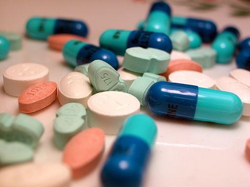 Medikamentell behandling kan gi smertelindring ved nakkeprolaps - Foto Wikimedia